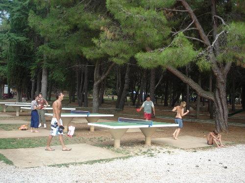 Tischtennis am Strand