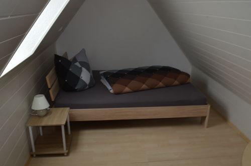 Bett 140 x 210 auf der Galerie (L)