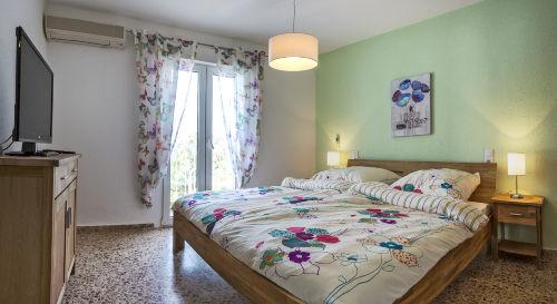 Schlafzimmer, Einbauschrank, Klima, TV
