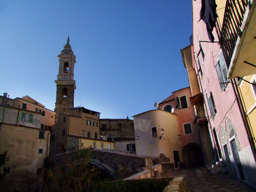 Centro Dolcedo Rechts is Casa Limone.