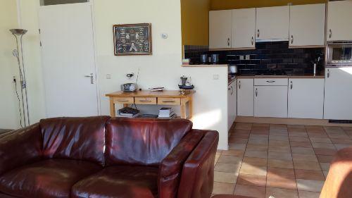 Wohnzimmer mit side-table, Küche