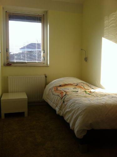 Kleinstes Schlafzimmer mit Einzelbett