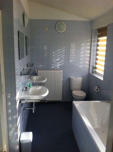 Großes Badezimmer: Dusche, Whirlpool