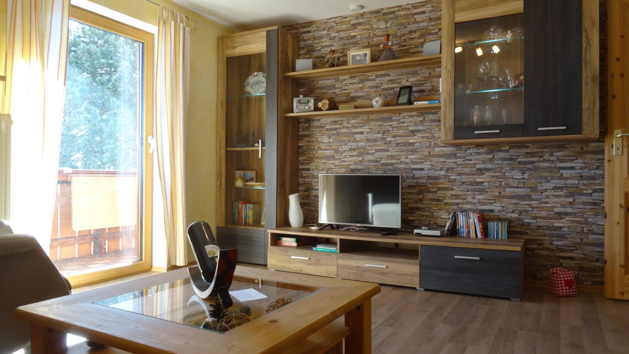 Wohnzimmer mit Bio Ethanol Wandkamin
