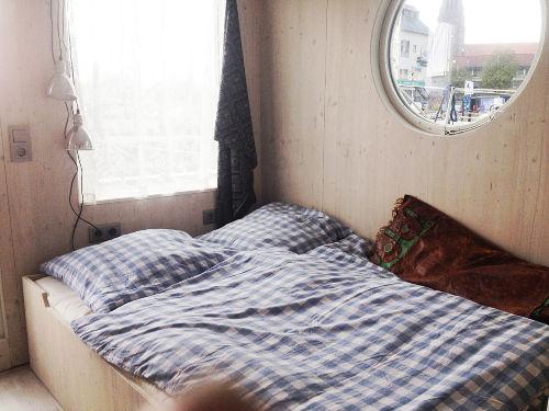 Schöne Wäsche in gemütlichen Betten