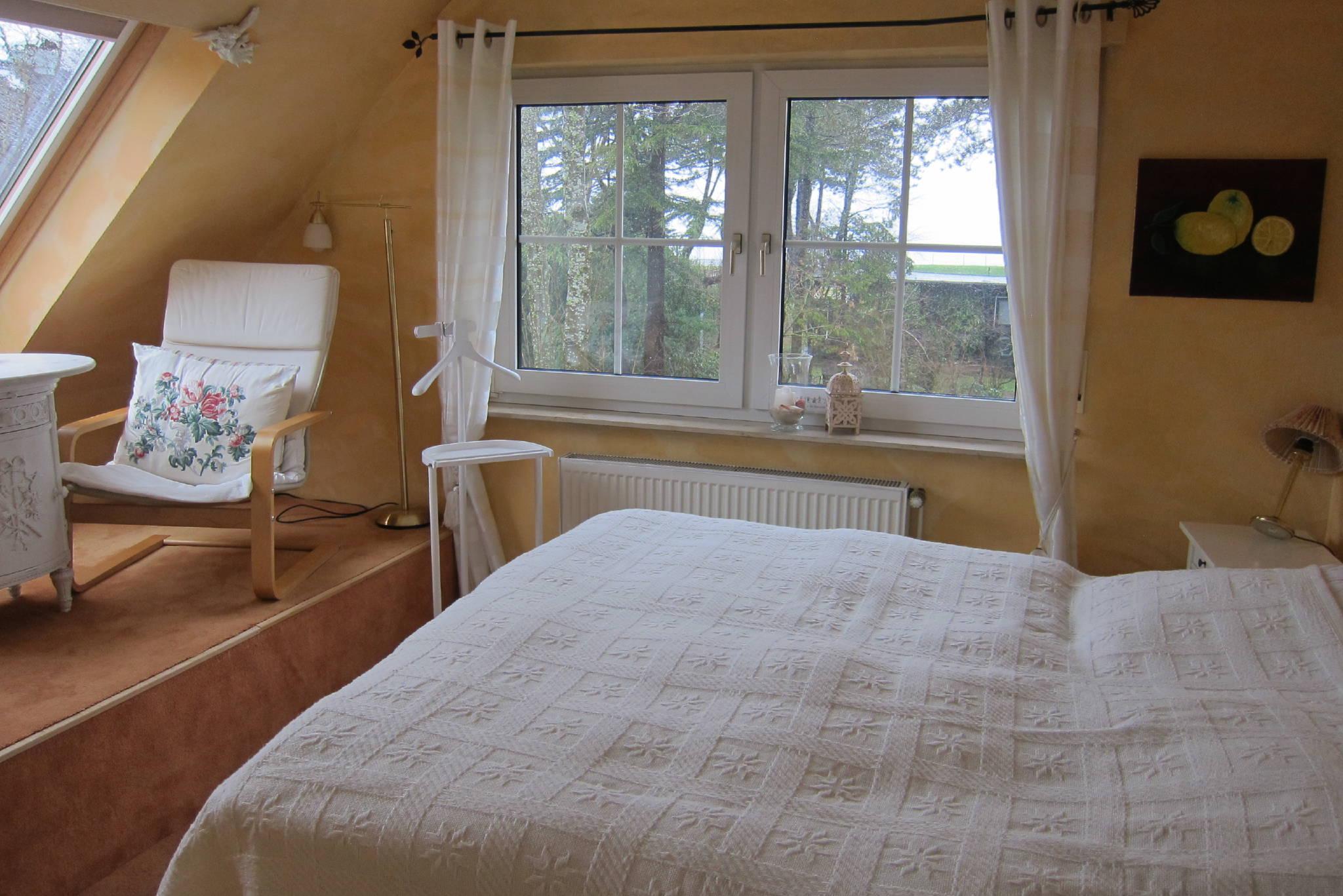 Das schöne Schlafzimmer mit Meerblick.