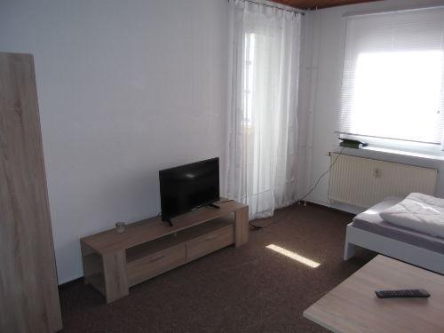 Wohnzimmer mit Balkonfenster
