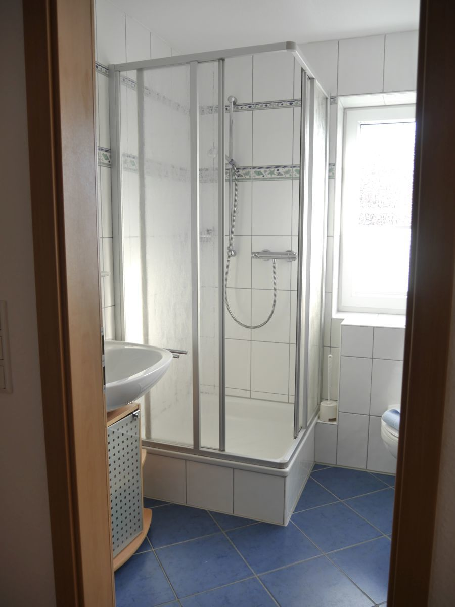 Duschbad und WC im OG