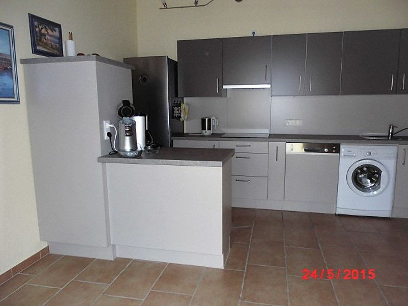 Neue Einbauküche mit E-Geräten