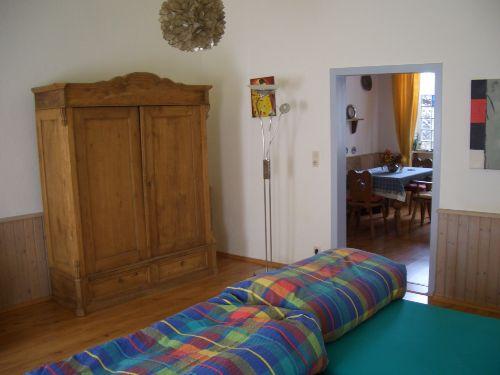 Schlafzimmer 1, Blick in Küche