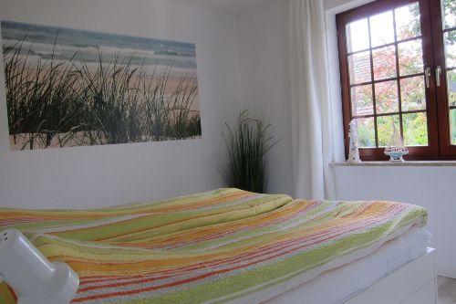 Schlafzimmer Nr. 1 mit Babybett.