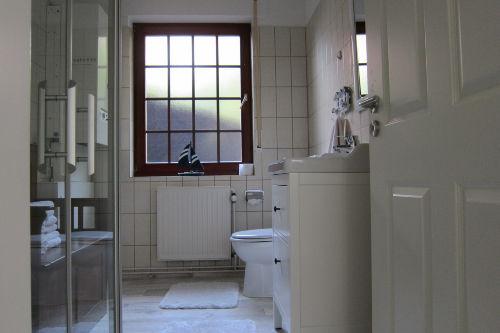 Neues Badezimmer mit ebenerdiger Dusche