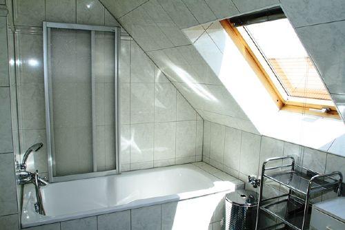 Tageslichtbad mit Wanne/Duschvorrichtung