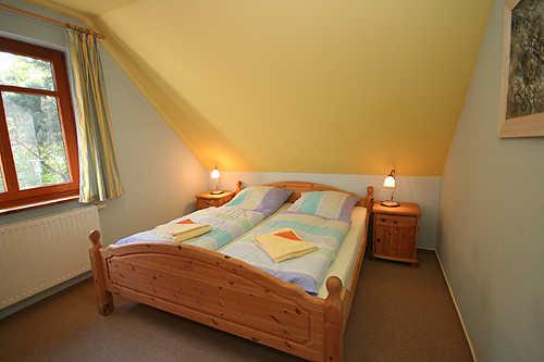 Schlafzimmer mit Doppelbett - FW OG