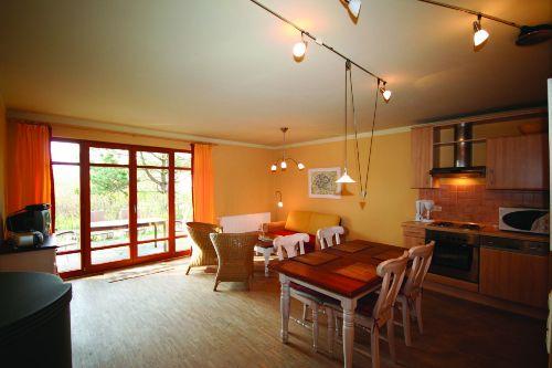 Wohnzimmer im EG mit Zugang zur Terrasse