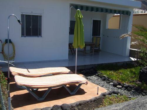 Beide Terrassen mit Gartendusche