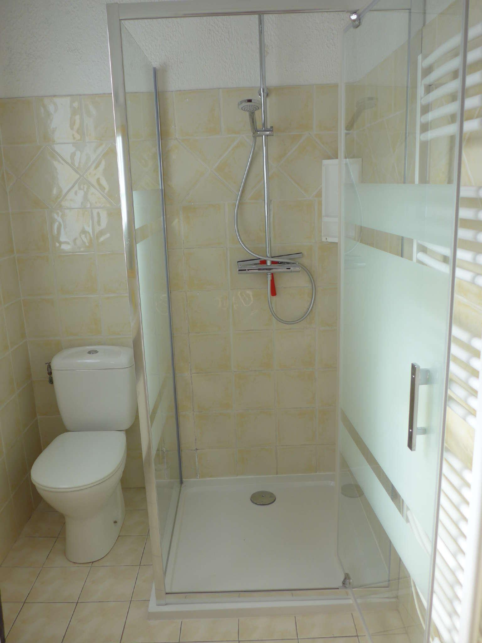 Das weiße Duschbad
