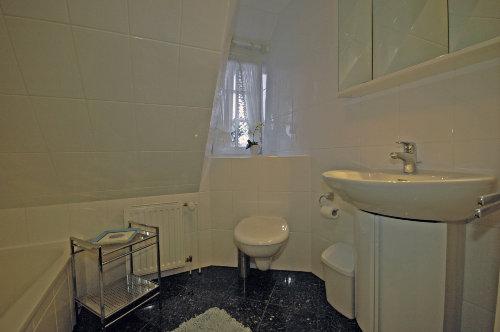 Badezimmer - Blick auf Waschbecken