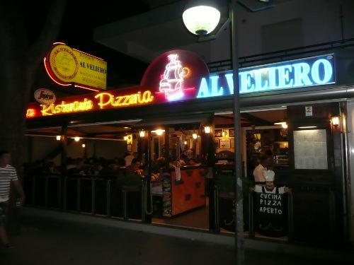 gutes Restaurant gegenüber Res. Mexico