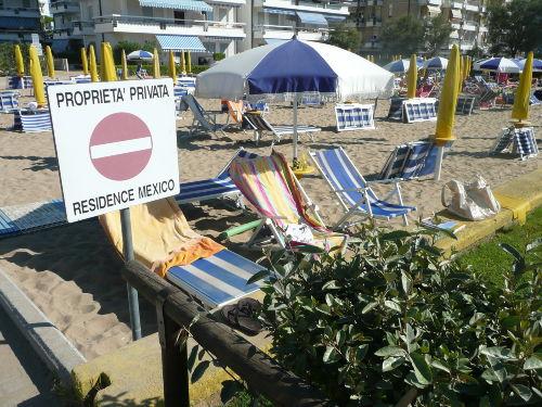 privater Strandplatz mit 4 Liegen