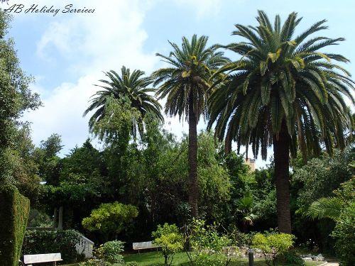 Parkanlage mit Gartenpavillon