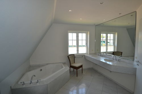 Komfortables Vollbad mit WC
