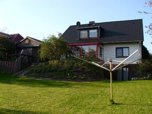 Haus u. Grundstück Rückansicht
