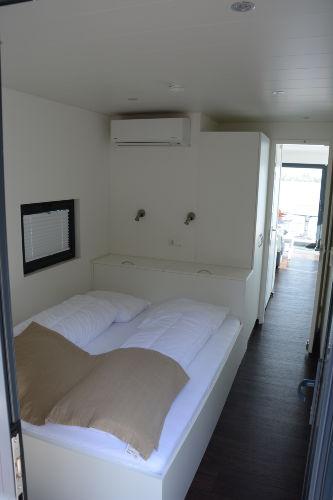 1 von 2Schlafzimmern mit 160x200cm Bett