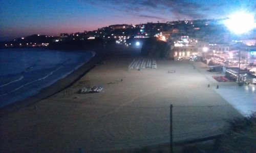 Strand in unmittelbarer Nähe bei Nacht