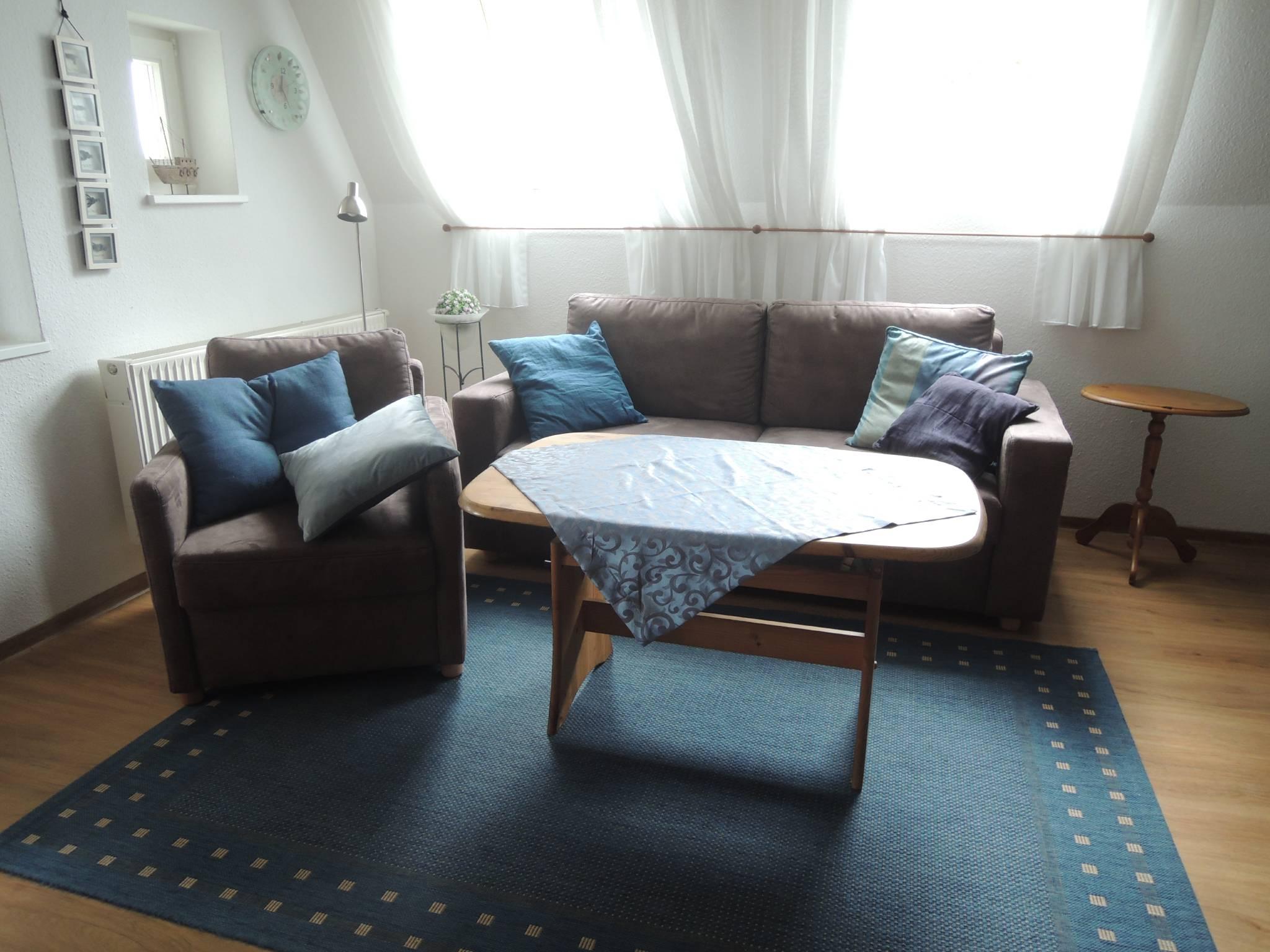 Wohnzimmer, Blick zur Loggia