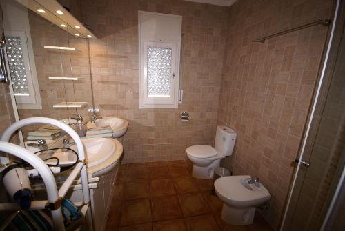 Badezimmer der oberen Wohneinheit