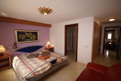 1 von 3 Schlafzimmer, Bad untere Wohnung