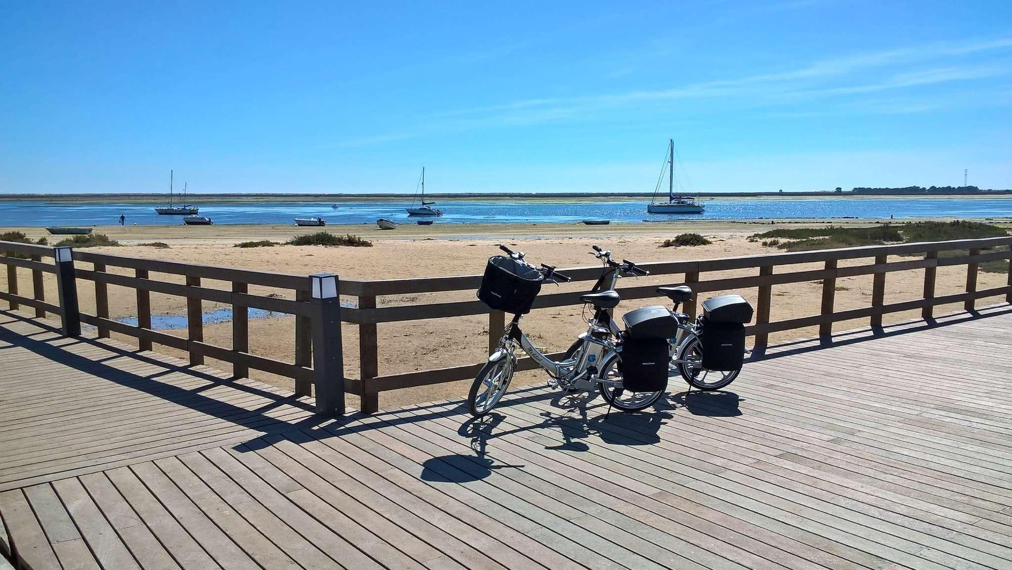 Praia Dos Cavacos 5 min. mit den E-bikes