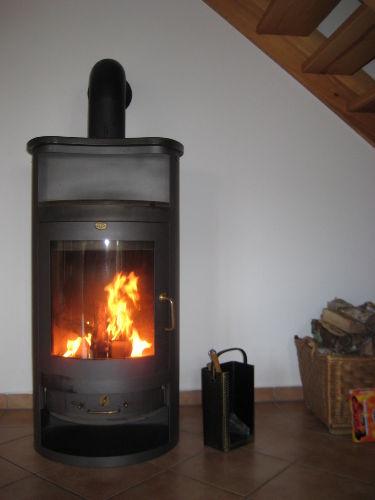 Gemütliches Kaminofenfeuer