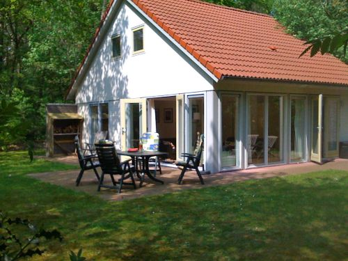 Villa im Wald und kurz am See