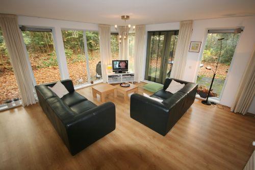 Wohnzimmer mit Blick zum Garten