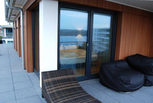 Dachterrasse mit Sonnenliege/Sitzsäcke