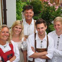 Vermieter: Maria Juen mit Familie