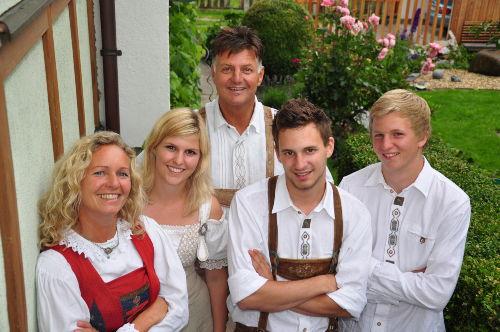 Maria Juen mit Familie