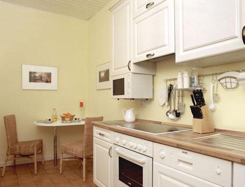 am bergpark ferienwohnung l wenburg in kassel hessen jutta fr lich. Black Bedroom Furniture Sets. Home Design Ideas