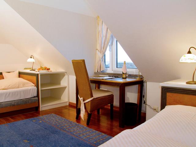 Hotel Vier Jahreszeiten, (Kat. 9) Suite # 43 groß-