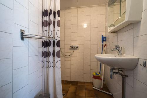 Badezimmer, Dusche, Toilet, Waschtisch