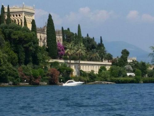 Gardasee-Insel mit Schloss