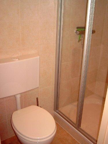 Toilet und Dusche