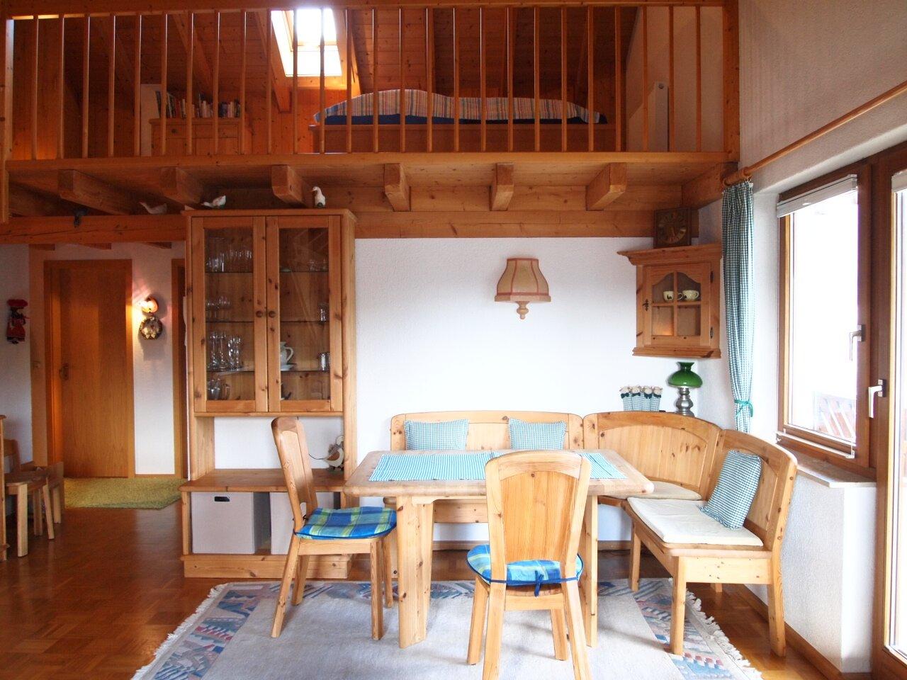 Wohnzimmer mit Galerie
