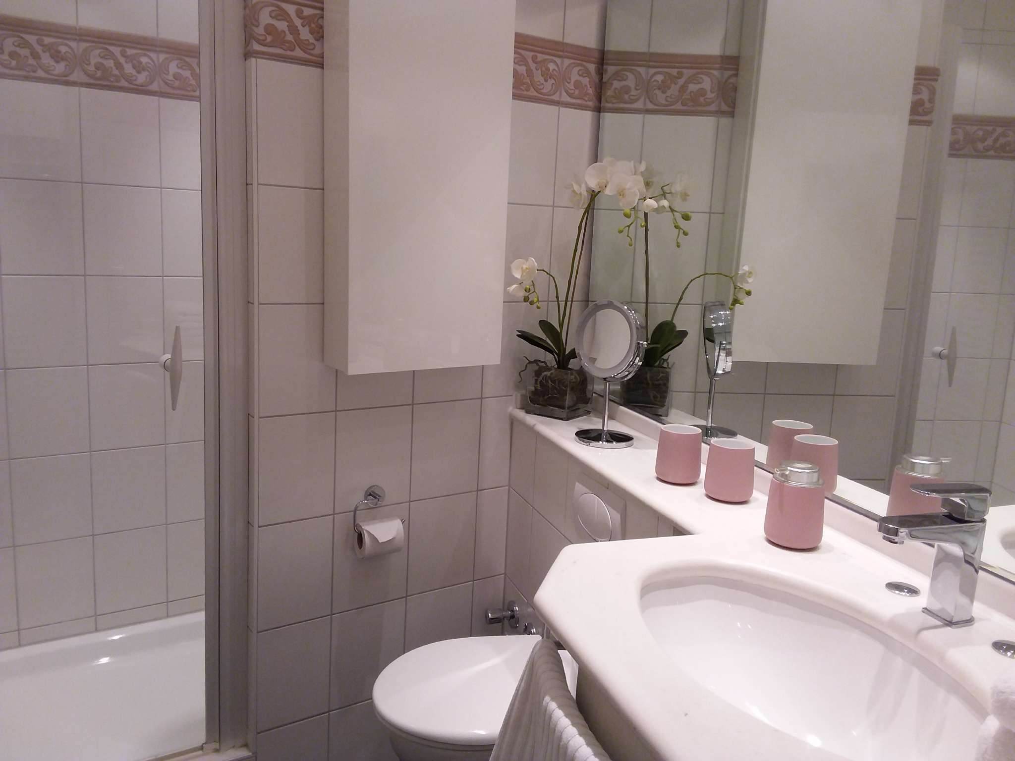 Duschbad, Föhn, Vergrößerungsspiegel
