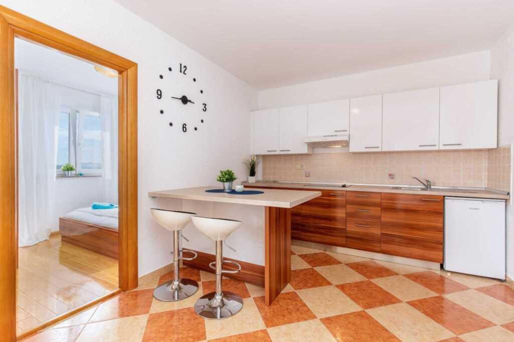 Vila Oleander, Spacious Apartment with Balcony (dv