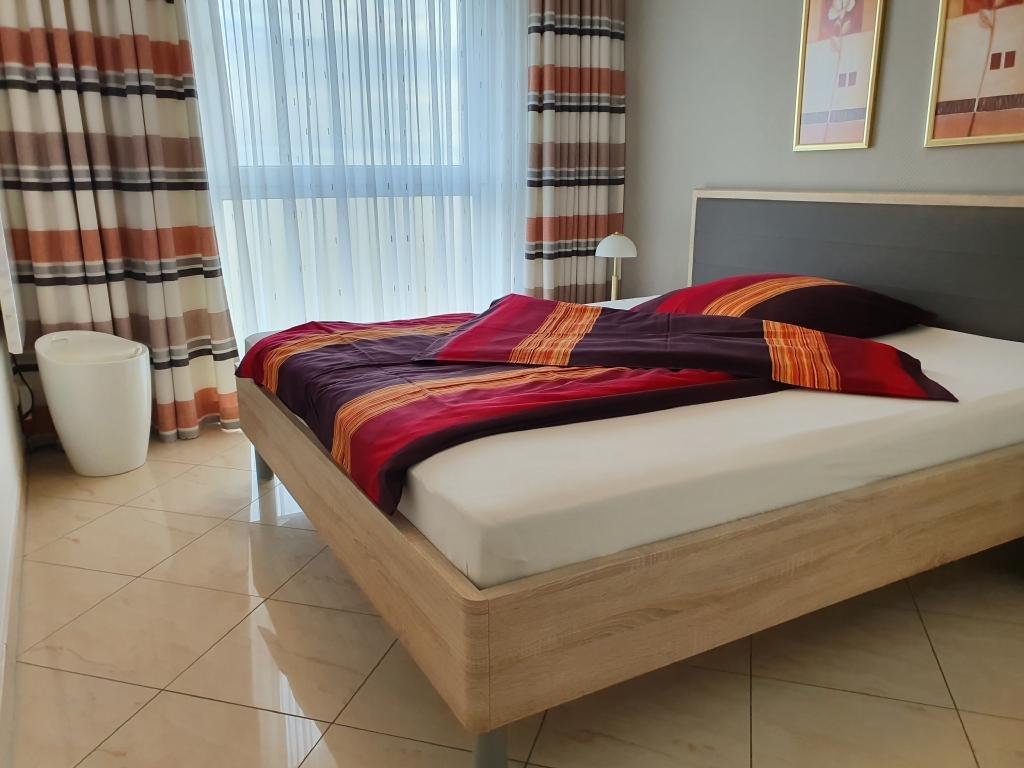 Schlafzimmer Bett 200 x 180 cm