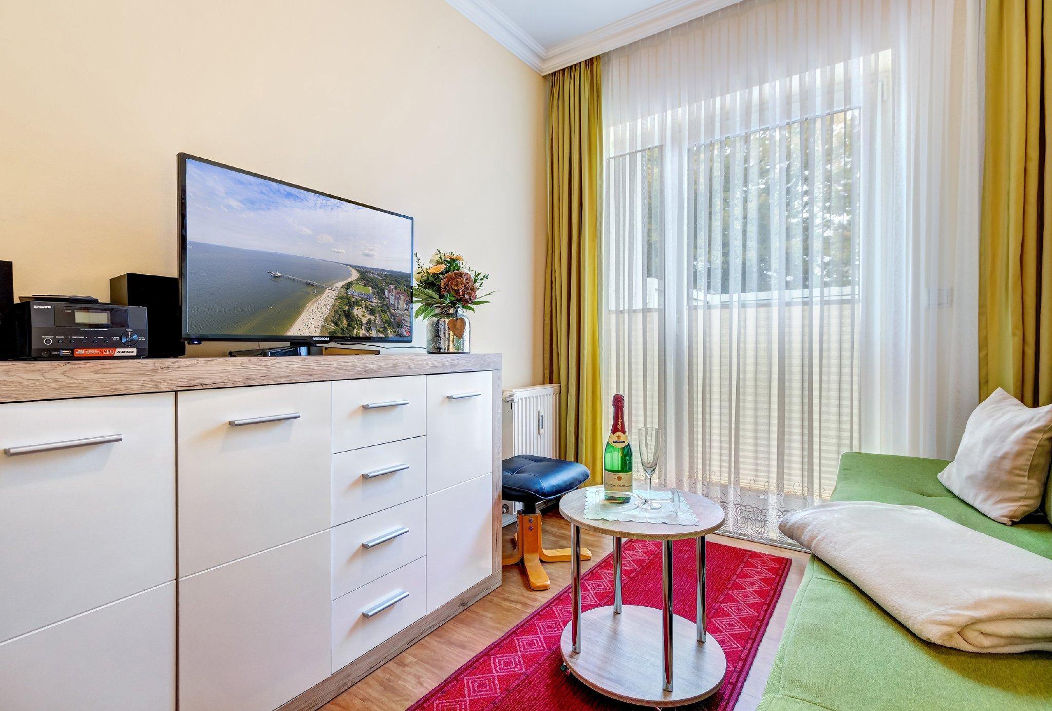 Kombiniertes Wohn-/Schlafzi. mit Flat-TV