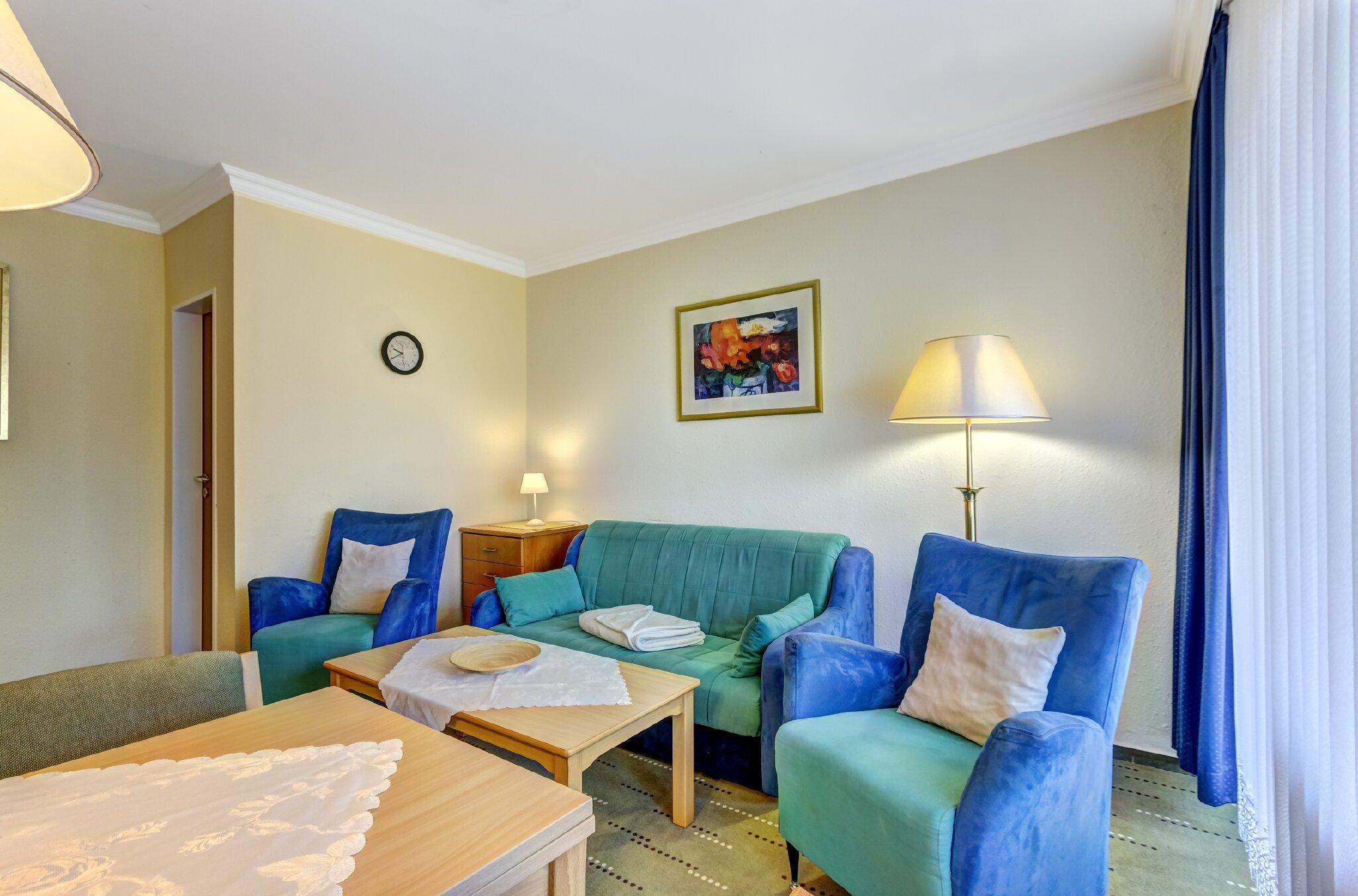 Schlafzimmer mit Doppel- & Einzelbett